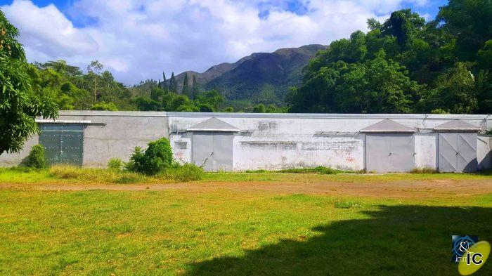 Mont Dore  - TOM : A vendre : local commercial